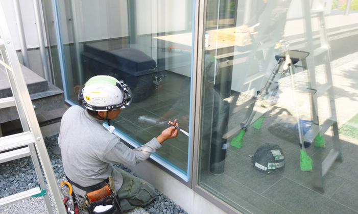 一般家庭での窓ガラス施工の流れ⑦コーキング