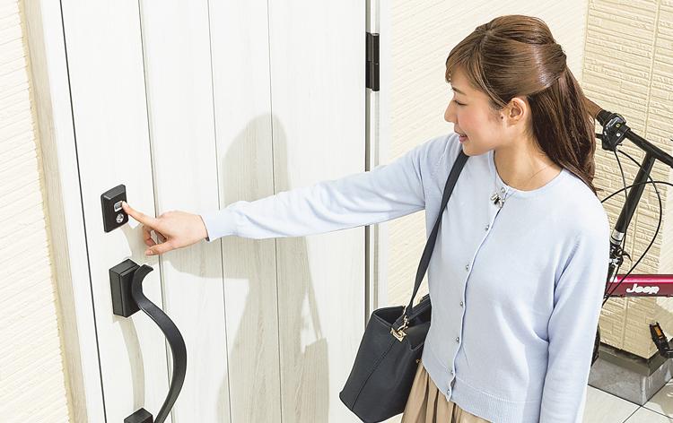 家に帰った時に両手が塞がって玄関ドアを開けるのが大変