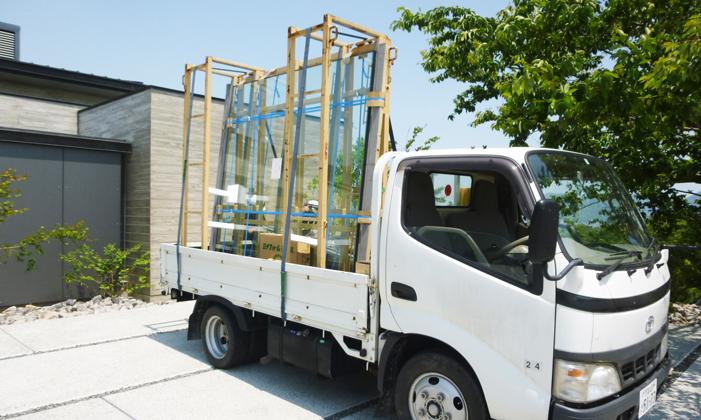 一般家庭での窓ガラス施工の流れ①新規材料搬入